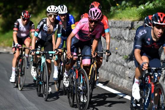 Gặp tai nạn đỗ đèo khiến Remco Evenepoel chia tay Giro d'Italia ảnh 2