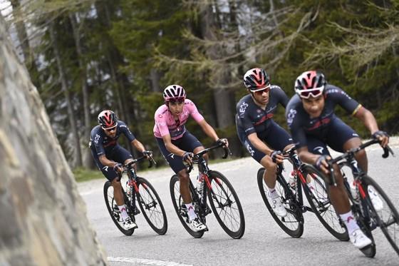 Động lực nào giúp Damiano Caruso đánh bại Egan Bernal trên đỉnh Alpe Motta ảnh 2