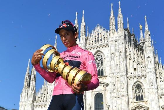 Egan Bernal đăng quang Giro d'Italia trong ngày Ganna chạy cá nhân tính giờ 53,8 km/giờ ảnh 4