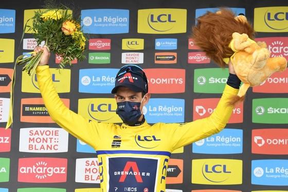 Egan Bernal dính Covid-19 trong ngày Richie Porte xé áo vàng Critérium du Dauphiné ảnh 2