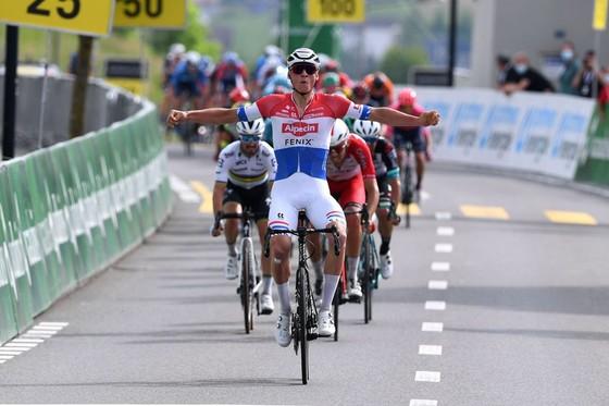 Mathieu van der Poel chiến thắng chặng thứ ba