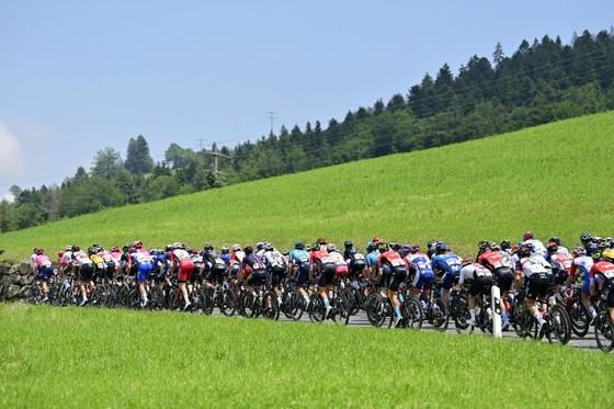 Stefan Bissegger lần đầu tiên giành chiến thắng ở tour đường trường  ảnh 1