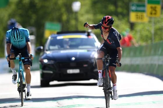 Richard Carapaz xé áo vàng Tour de Suisse  ảnh 2