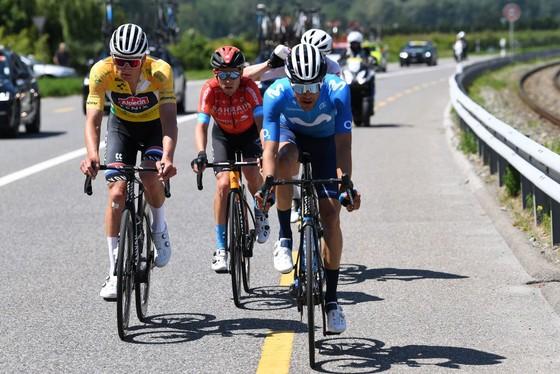 Richard Carapaz xé áo vàng Tour de Suisse  ảnh 1
