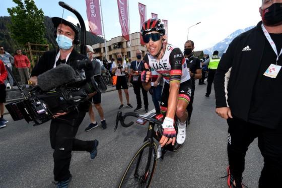 Rui Costa bị tước chiến thắng ở Tour de Suisse vì ép xe đối thủ ảnh 2