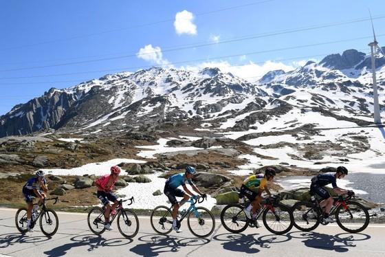 Richard Carapaz giành Áo vàng chung cuộc Tour de Suisse 2021 ảnh 1