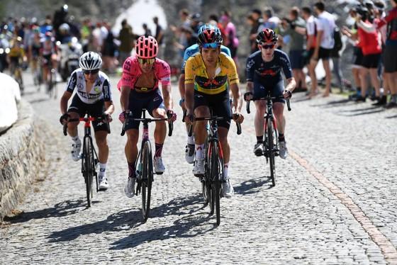 Richard Carapaz giành Áo vàng chung cuộc Tour de Suisse 2021 ảnh 3