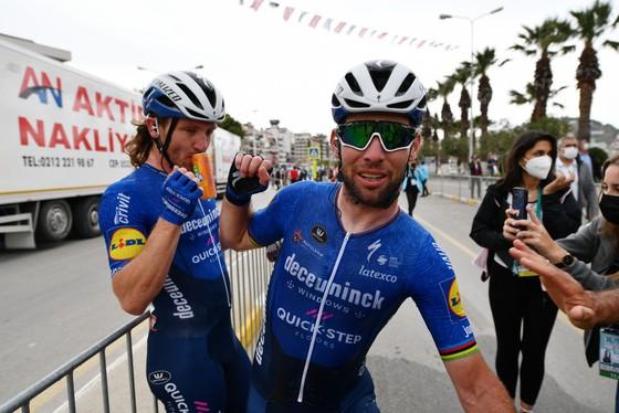 Mark Cavendish có thể vắng mặt Tour de France để không bận lòng đồng đội ảnh 1