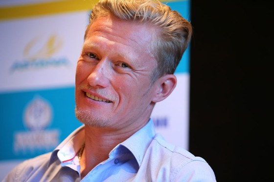 """Đội đua Astana-Premier Tech """"nội chiến thượng tầng"""" ngay trước Tour de France ảnh 1"""