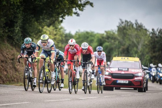 Hai tai nạn kinh hoàng trong ngày khai mạc giải xe đạp Tour de France ảnh 1