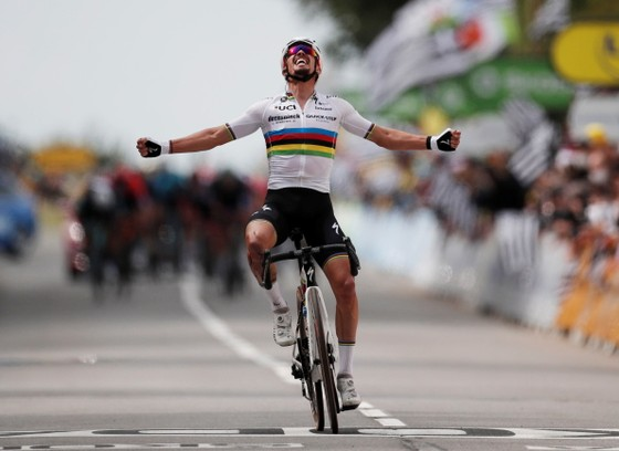 Hai tai nạn kinh hoàng trong ngày khai mạc giải xe đạp Tour de France ảnh 5