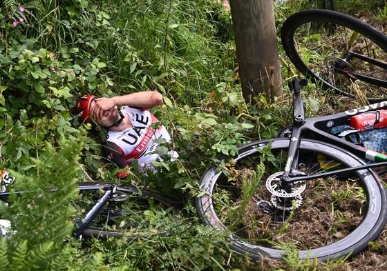 Hai tai nạn kinh hoàng trong ngày khai mạc giải xe đạp Tour de France ảnh 4
