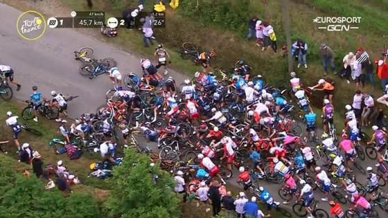 Hai tai nạn kinh hoàng trong ngày khai mạc giải xe đạp Tour de France ảnh 3