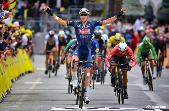 """Nhiều """"Ứng viên"""" bị tai nạn ở chặng 3 giải xe đạp Tour de France ảnh 3"""