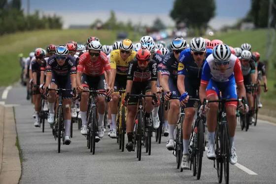 Mark Cavendish có chiến thắng thứ 31 vươn lên mặc Áo xanh Tour de France ảnh 3