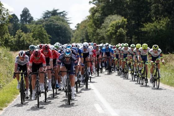 Mark Cavendish làm cú đúp thắng chặng ở Tour de France ảnh 2