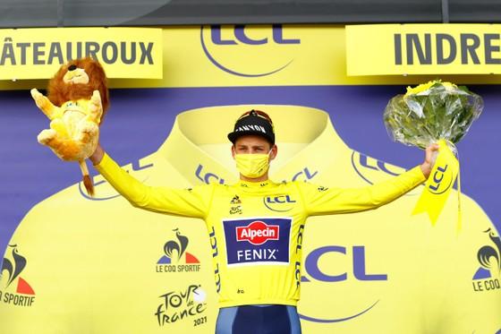 Mark Cavendish làm cú đúp thắng chặng ở Tour de France ảnh 3
