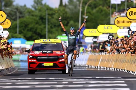 Tay đua Nils Politt thắng chặng 12