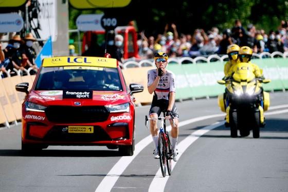 Tay đua Matej Mohoric một mình lao về đích