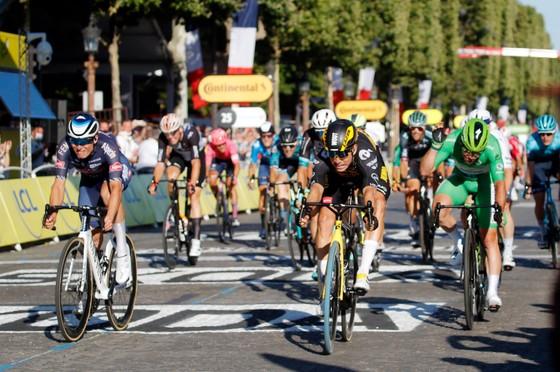 Tadej Pogacar quá mạnh lần thứ 2 lập hattrick giải xe đạp Tour de France ảnh 3