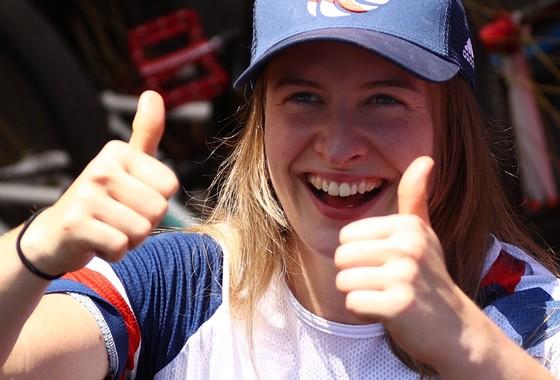 Vượt qua áp lực, Charlotte Worthington giành HCV lịch sử cho Anh quốc ảnh 1