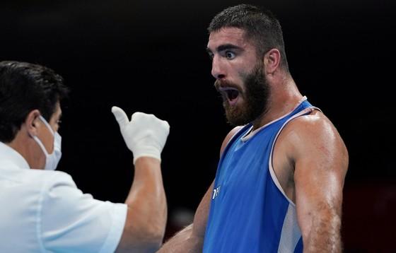 Lao đầu vào đối thủ bị xử thua, võ sĩ quyền Anh siêu nặng Pháp đòi đấu lại ảnh 1