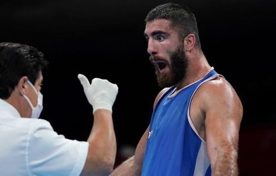 Mourad Aliev phản ứng kịch liệt với trọng tài
