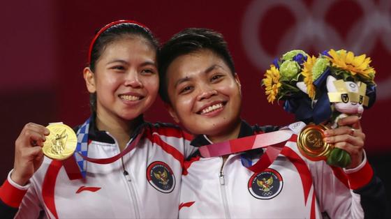 Tay vợt nữ cầu lông Indonesia được thưởng 5 con bò cho HCV Olympic ảnh 2