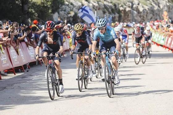 """Màn độc diễn khó tin của Damiano Caruso giành chiến thắng chặng lẫn danh hiệu """"Vua leo núi"""" ảnh 1"""