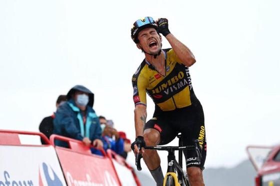 Niềm vui chiến thắng của Roglic tại đích đến