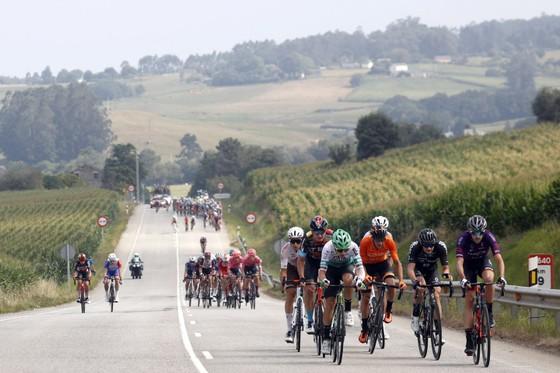 Magnus Cort hoàn tất hat-trick tại giải xe đạp Vuelta a Espana ảnh 3