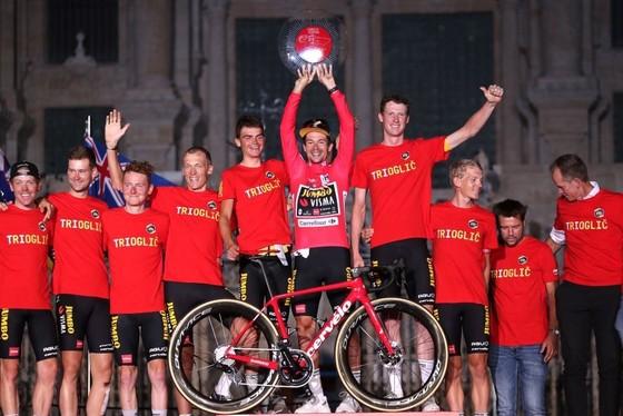 Primoz Roglic lần thứ ba liên tiếp giành áo đỏ chung cuộc giải xe đạp Vuelta a Espana ảnh 3