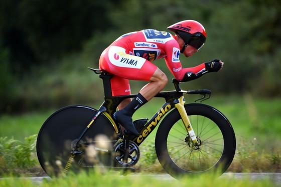 Primoz Roglic lần thứ ba liên tiếp giành áo đỏ chung cuộc giải xe đạp Vuelta a Espana ảnh 1