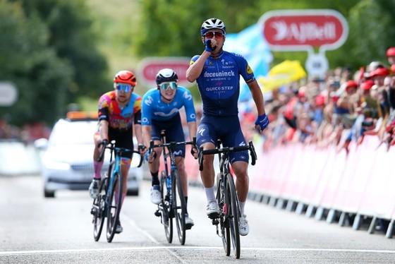 Yves Lampaert ăn mừng chiến thắng
