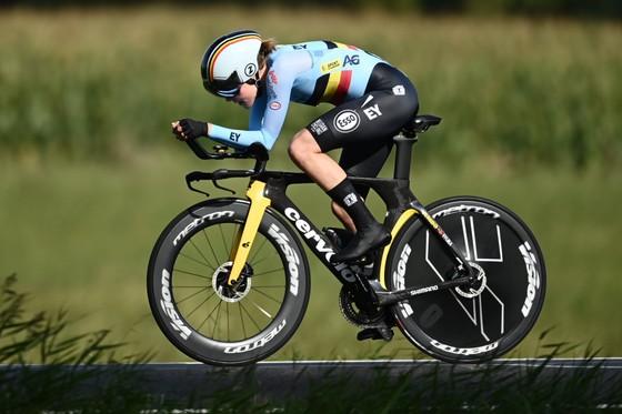 Nữ tay đua 34 tuổi Ellen van Dijk chạy cá nhân tính giờ hơn 50,3km/h ảnh 2