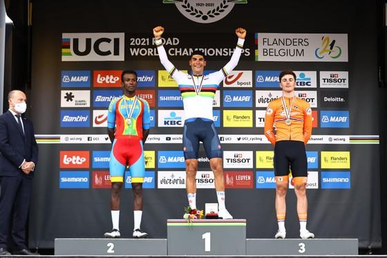 Filippo Baroncini solo giành vàng U23 nam thế giới trong chặng đua có nhiều tai nạn ảnh 5