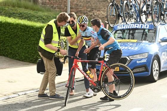 Filippo Baroncini solo giành vàng U23 nam thế giới trong chặng đua có nhiều tai nạn ảnh 2