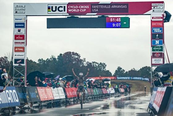 Lucinda Brand thắng kịch tính trong bùn lầy chặng UCI Cyclo-cross World Cup tại Mỹ ảnh 2