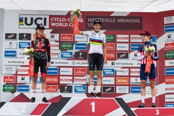 Lucinda Brand thắng kịch tính trong bùn lầy chặng UCI Cyclo-cross World Cup tại Mỹ ảnh 3