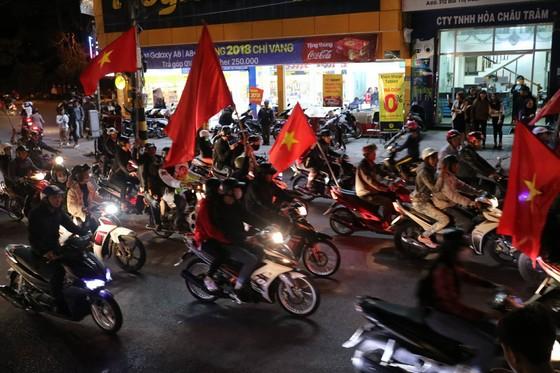 Cả nước vỡ òa trước kỳ tích của U23 Việt Nam ảnh 33