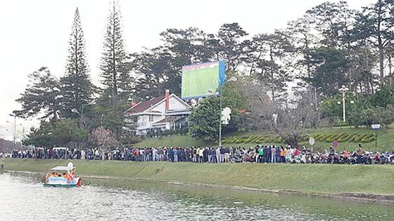 Cả nước vỡ òa trước kỳ tích của U23 Việt Nam ảnh 39