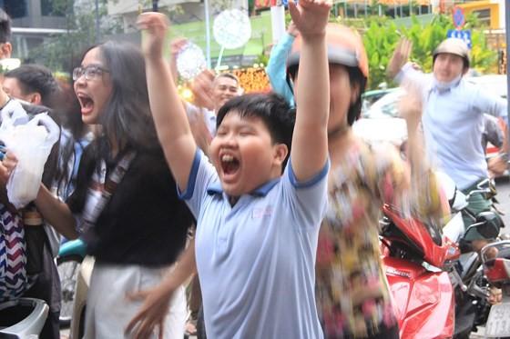 Cả nước vỡ òa trước kỳ tích của U23 Việt Nam ảnh 6