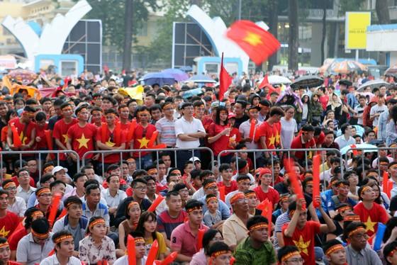 Cả nước vỡ òa trước kỳ tích của U23 Việt Nam ảnh 14