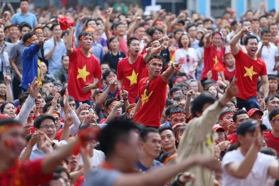 Cả nước vỡ òa trước kỳ tích của U23 Việt Nam ảnh 2
