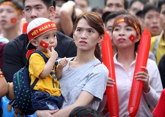 Cả nước vỡ òa trước kỳ tích của U23 Việt Nam ảnh 15