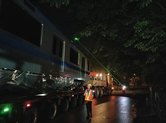 Cảnh vận chuyển xuyên đêm đưa 3 toa tàu metro 1 từ cảng Khánh Hội về depot Long Bình ảnh 6