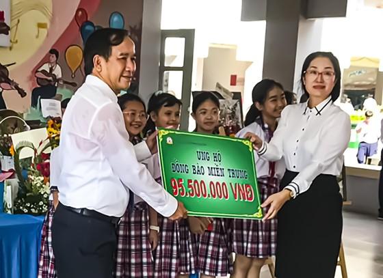 Trường THCS Phan Văn Trị quyên góp 95,5 triệu đồng và 10.000 quyển tập để hỗ trợ đồng bào miền Trung ảnh 1