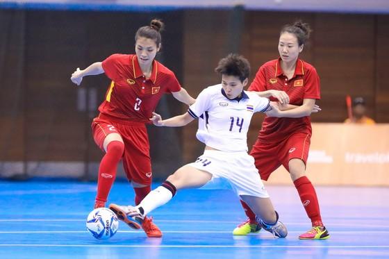 Đội nữ Việt Nam không thể gây bất ngờ trước Thái Lan (ảnh: Hoàng Hùng)