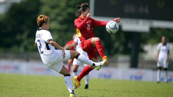 Đội nữ Việt Nam (áo đỏ) và Thái Lan bất phân thắng bại