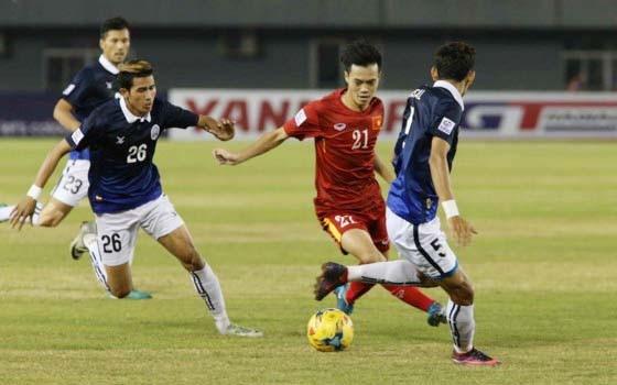Cuộc so tài giữa hai đội Việt Nam và Campuchia tại AFF Cup 2016. Ảnh: DŨNG PHƯƠNG
